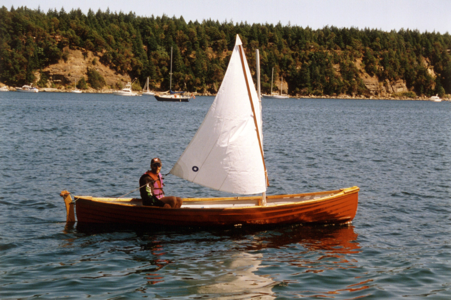 Man in a Peapod rower sailer